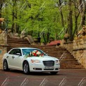 Автомобиль бизнес-класса Chrysler 300C 2013